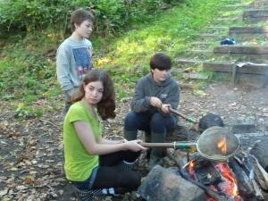 Making campfire popcorn